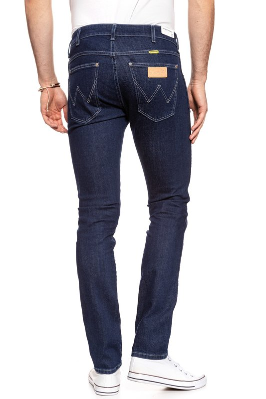 WRANGLER RETRO TAPERED STRETCH RINSE W1P8FK052